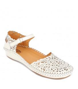 Zapato semiabierto con calado plano para mujer