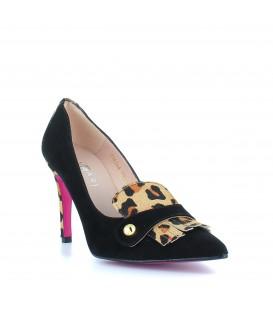 Zapato de tacón de aguja piel de ante detalle leopardo